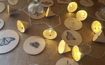Guirlande lumineuse en feuille de liège pour décorer votre intérieur ou en chemin de table-épaisseur 1mm-10 ou 20 leds-à piles ou à prise- couleur chaude jaune